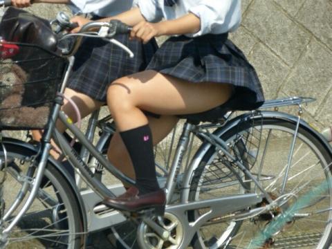 【画像】女子高生って確実にパンツでサドルに座ってるよな?www