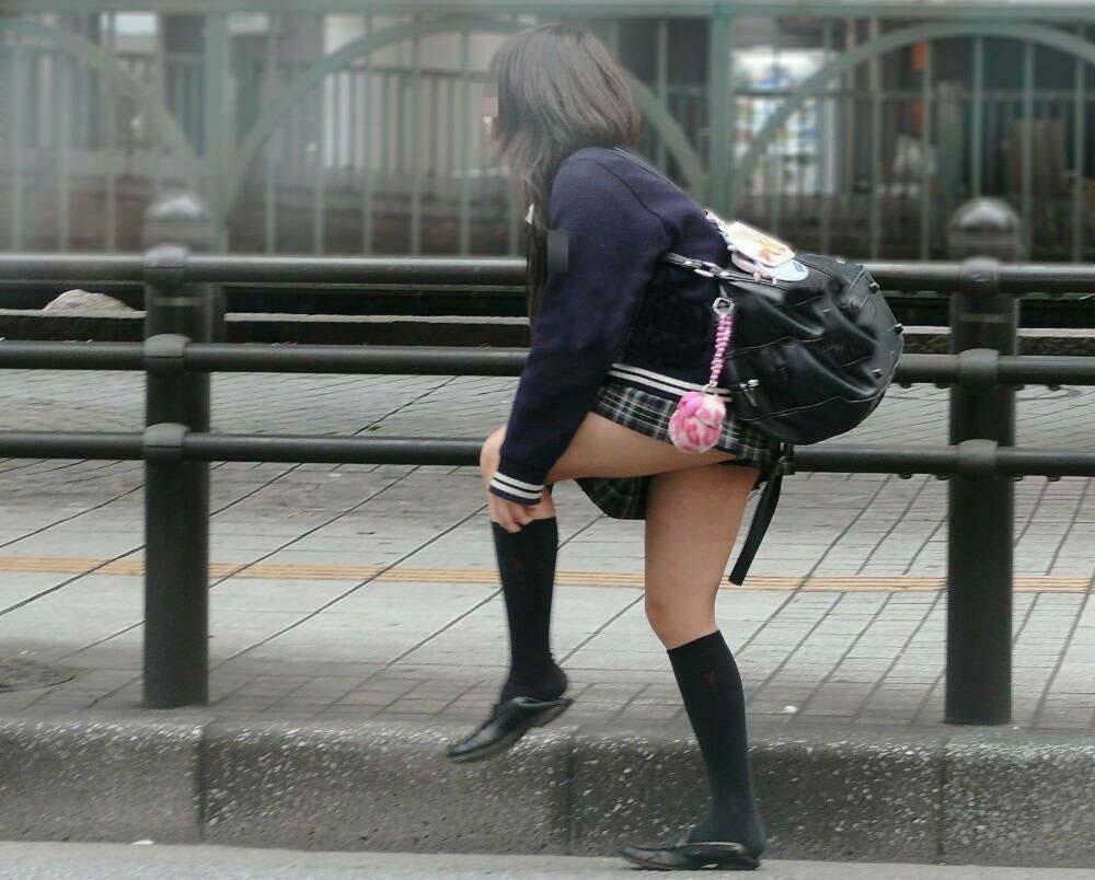 【画像】街撮りJK職人さんいつもありがとう!