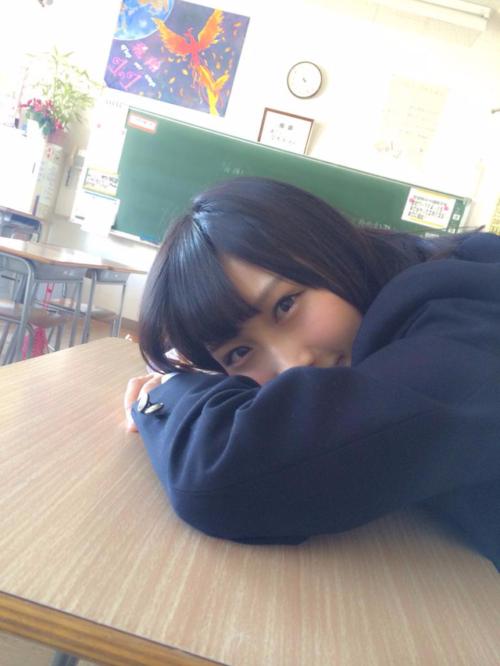 【画像】学校で元気いっぱいな女子高生画像