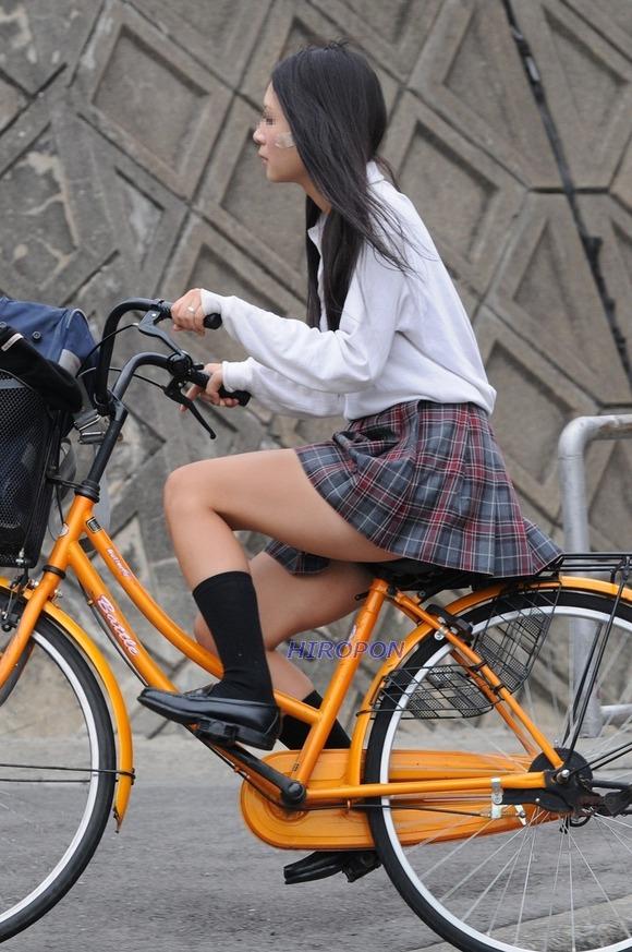 【画像】颯爽!女子高生チャリ画像