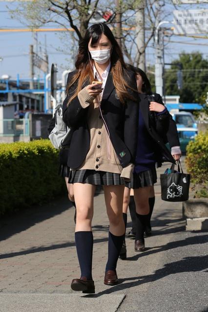 【画像】街でみつけた女子高生たち