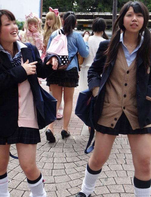 【画像】女子高生の脱ぎたてホヤホヤのルーズソックス欲しいいいwwww