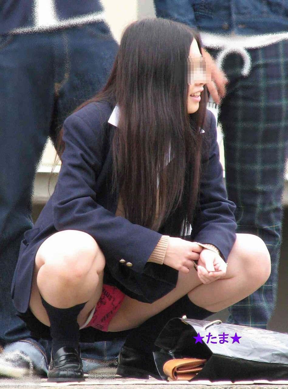 【画像】女子高生のパンチラ・・・その一瞬を捉えた画像集