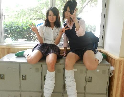 【画像】元気いっぱいな校内JK