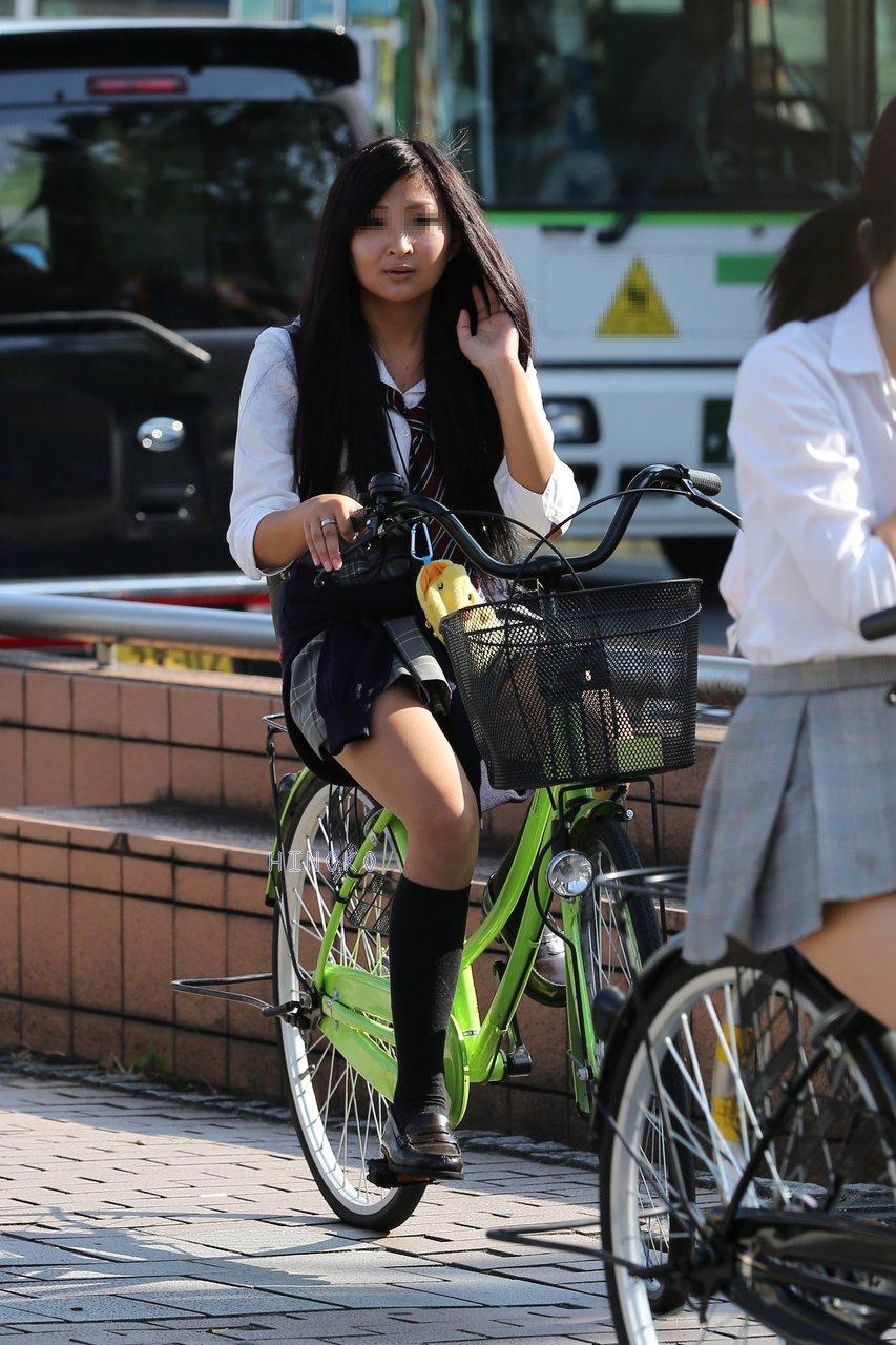 【画像】女子高生が乗った自転車のサドル欲しいwwww