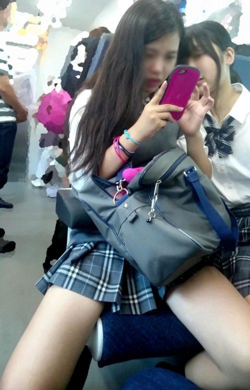 【画像】スマホ職人による電車内盗撮JK画像