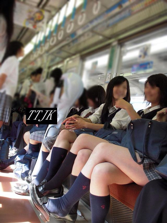 【画像】電車内でJKを見つけたで(カシャッ)