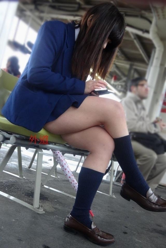 【画像】女子高生のふとももエロ過ぎだろwwww