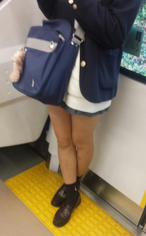 【画像】電車で通学するJKは痴漢遭遇率99%(割とマジ)