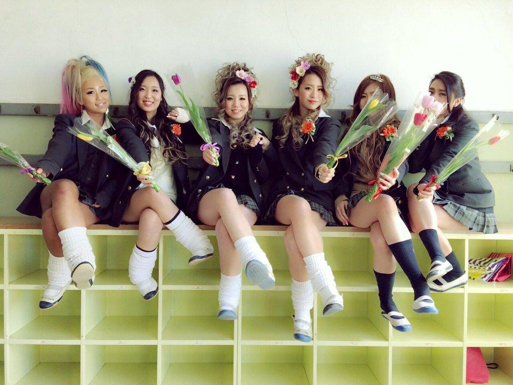 【画像】女子高生、友達と最後の記念写真