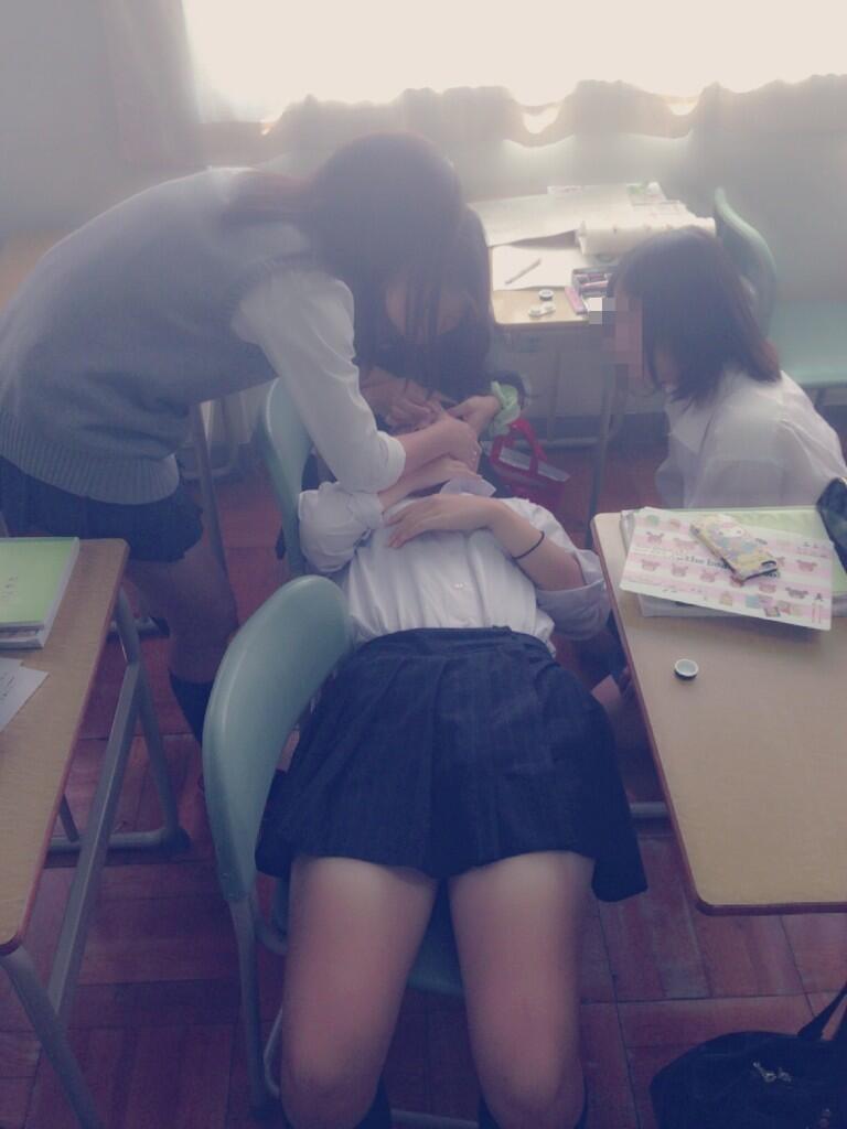 【画像】学校ではっちゃけるJKwwww
