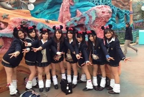【画像】制服ディズニーで思い出作りをする女子高生