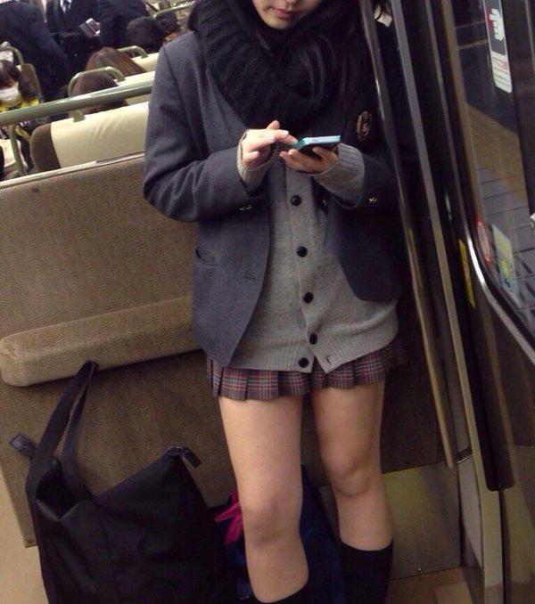 【画像】電車通いでよかったと思える電車内JK画像