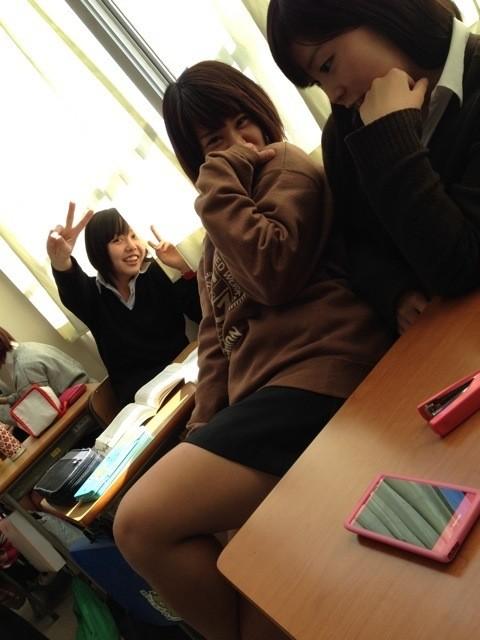 【画像】学校でふと撮影された女子高生っていいな