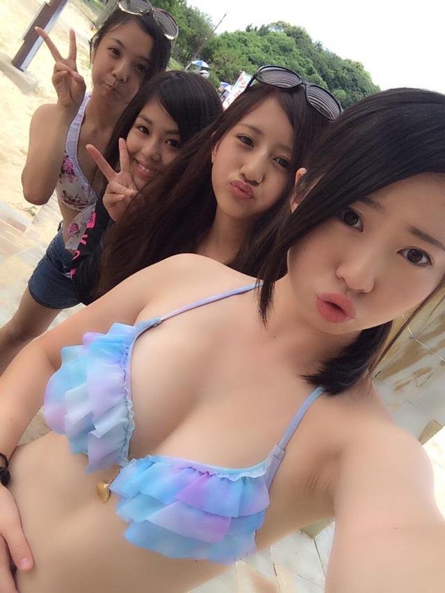 【画像】夏だ!水着だ!おっぱいだ!wwwww