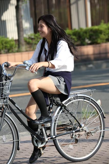 【画像】自転車に乗った女子高生画像集