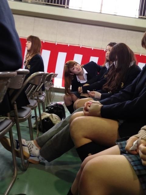【画像】学校で友達同士で撮りあうJK
