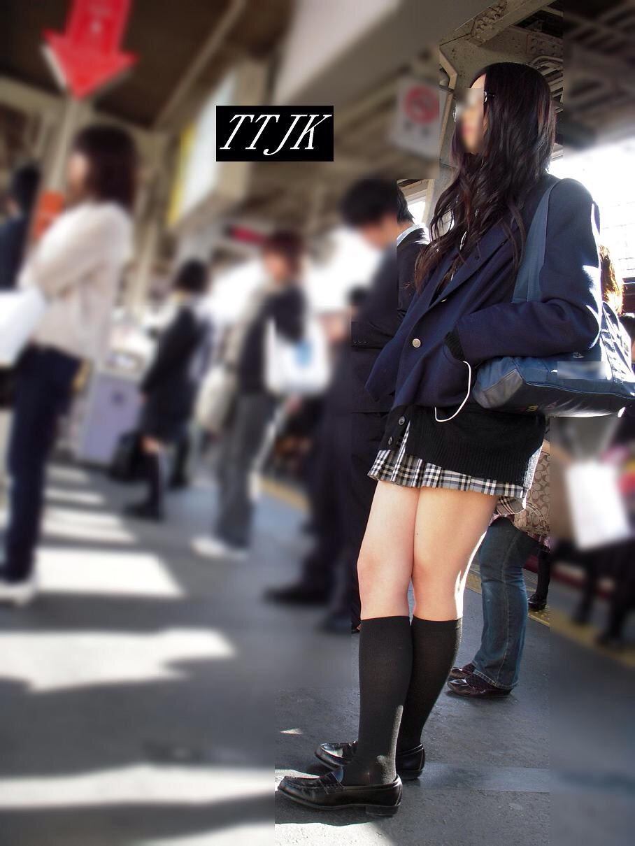 【画像】ミニスカ女子高生って本当エロいよな