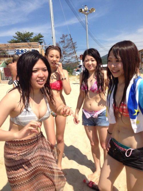 夏休みに海に遊びに来た水着女子高生