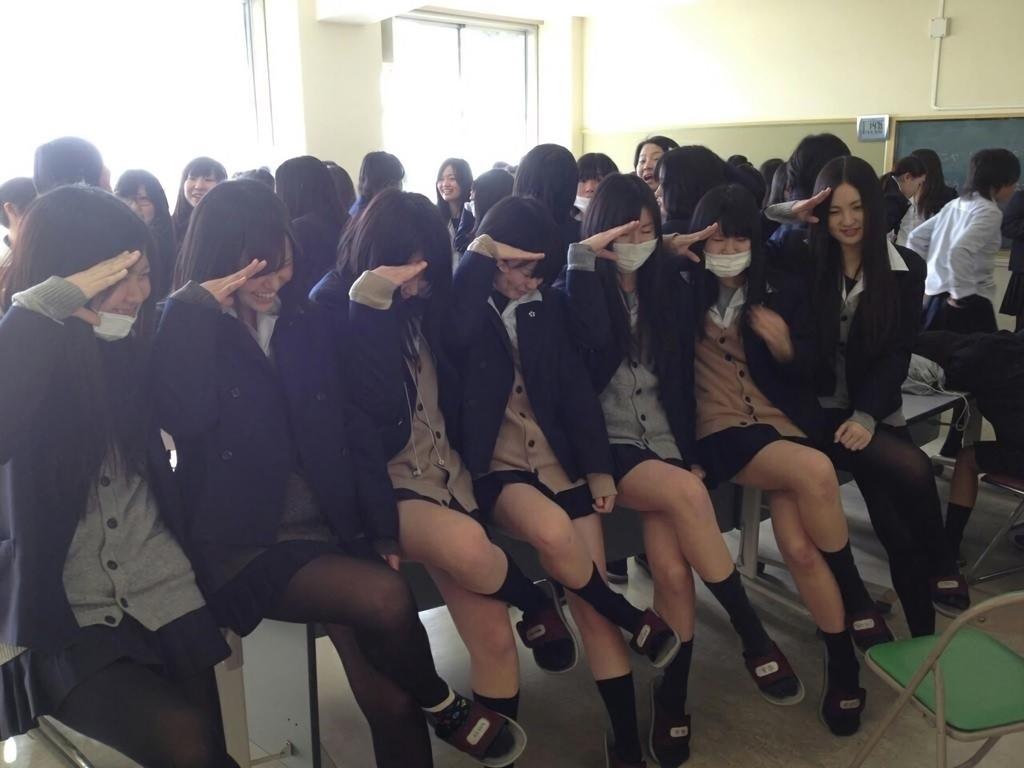 【画像】画面越し匂いを感じそうな女子高生集合写真集