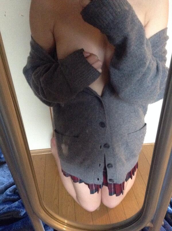 【画像】くっそ抜けるJKの着衣エロ画像