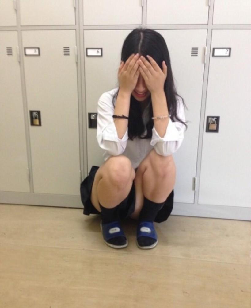 【画像】学校で無防備なJK様