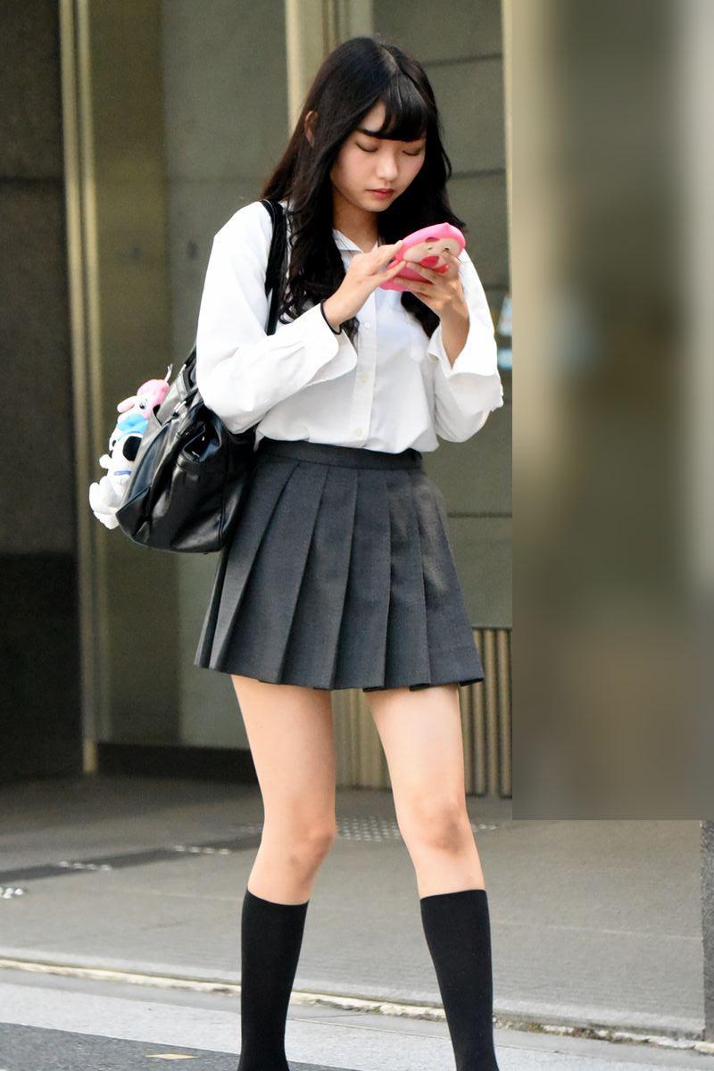 【画像】女子高生さん、無防備すぎるだろwwww