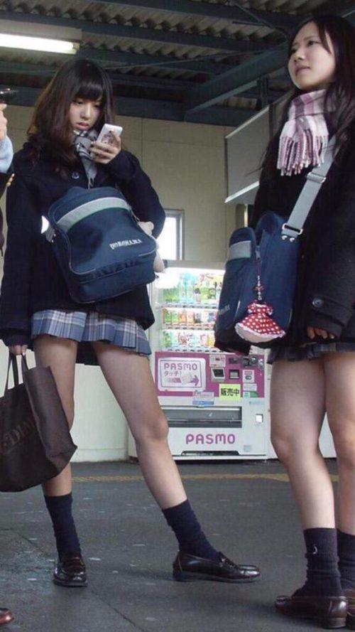 【画像】女子高生がいたら3秒くらい凝視するよね?