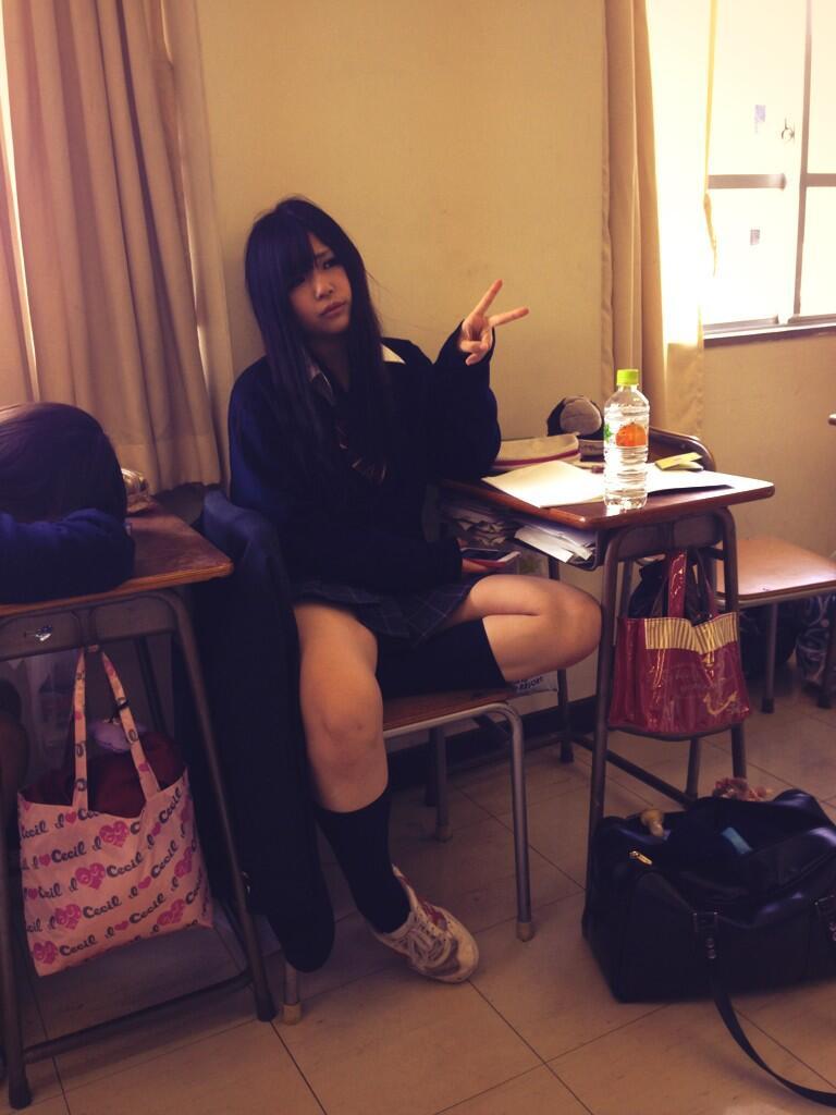 【画像】学校で元気な女子高生を見てニヤニヤしようぜwwww