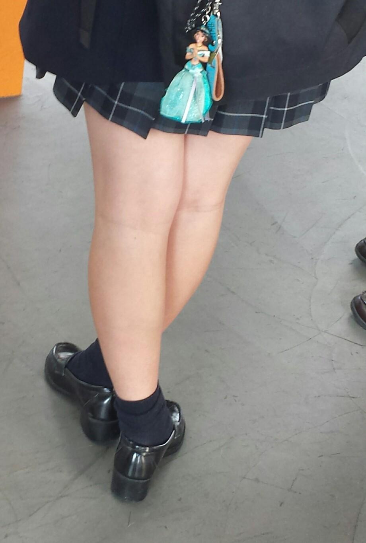 【画像】女子高生のふとももマッサージ店開業したいんだがwwww