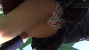 【動画】JK 逆さ撮り スカートめくり