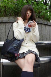 【画像】女子高生様の脚組みにビンビンなんだがwww