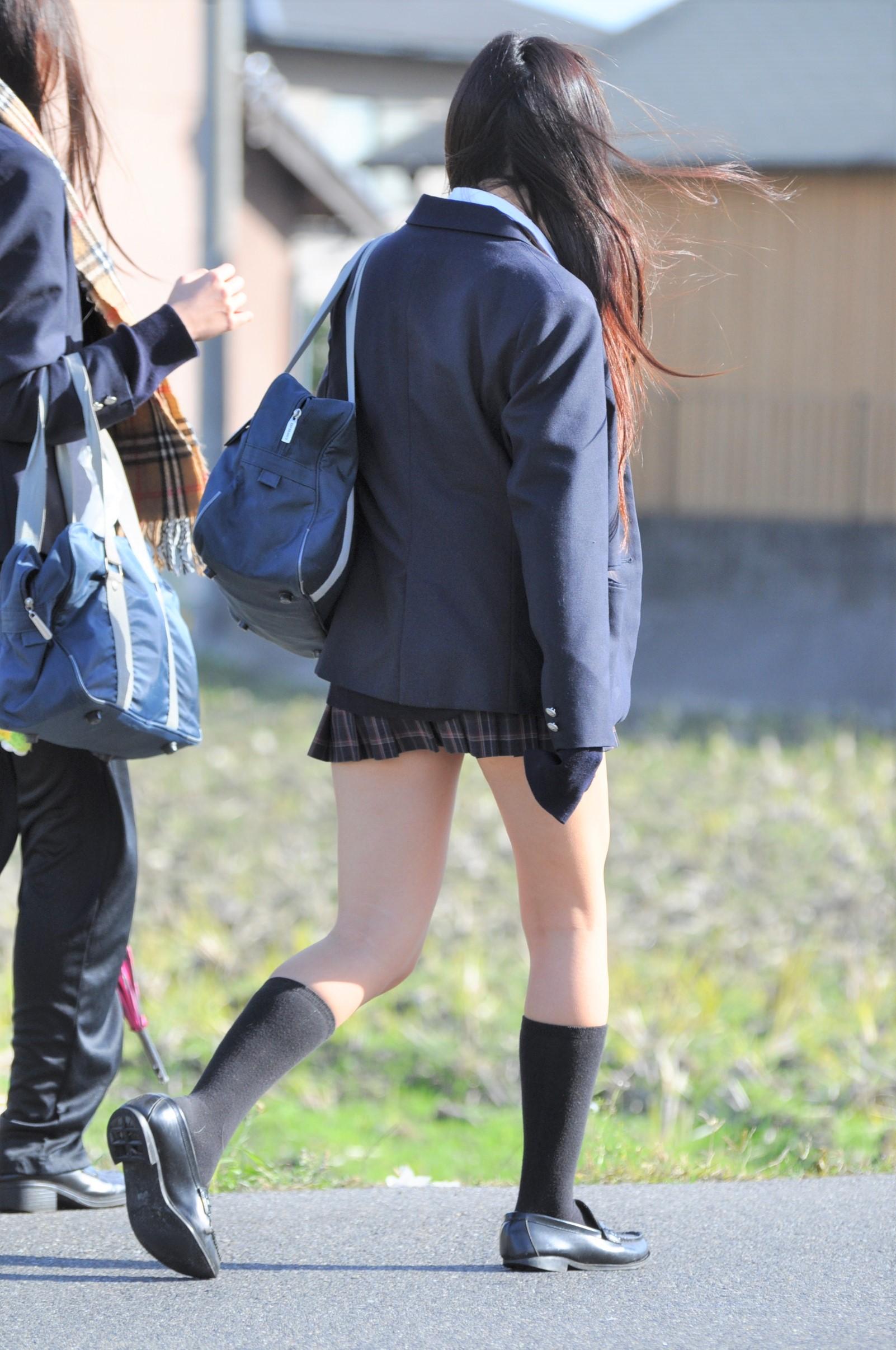 【画像】街歩くエッチな女子高生写真集
