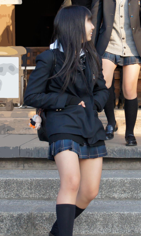 【画像】エッチな恰好でぶらつく女子高生さん