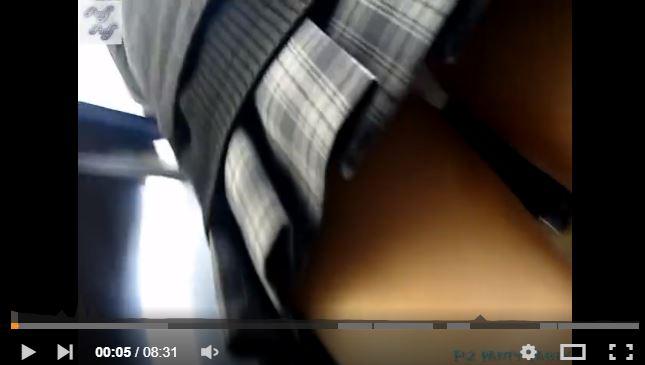 【動画】女子高生のスカートをめくる猛者が現れるwww