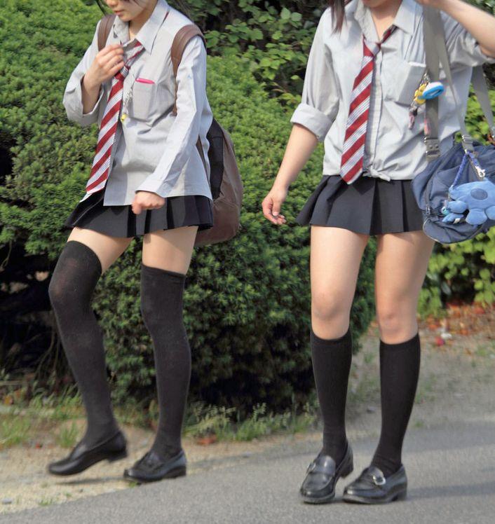 【画像】女子高生のふとももに焦点当てた写真集