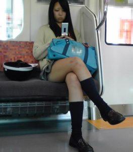 【画像】女子高生に服従した気分になれる脚組み画像