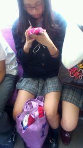 【画像】女子高生に合法的に接近できる電車内画像