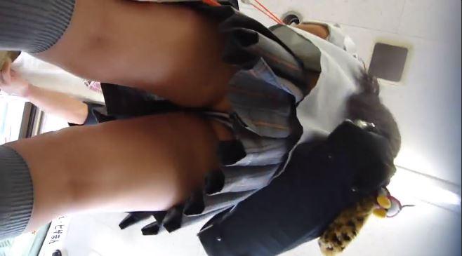 【動画】おいおい、ガチっぽいJKさんのスカート逆さ撮り