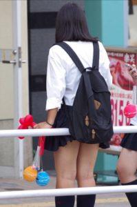 【画像】スケスケなYシャツ女子高生集