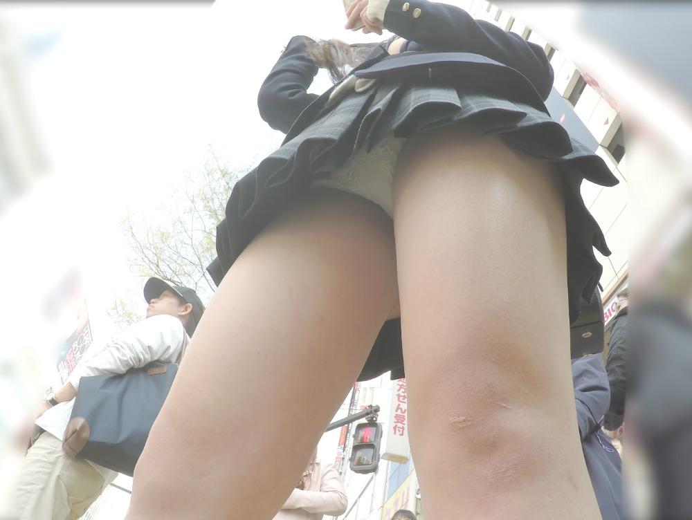 【画像】JK逆さ撮り師様に敬礼(`・ω・´)ゞ