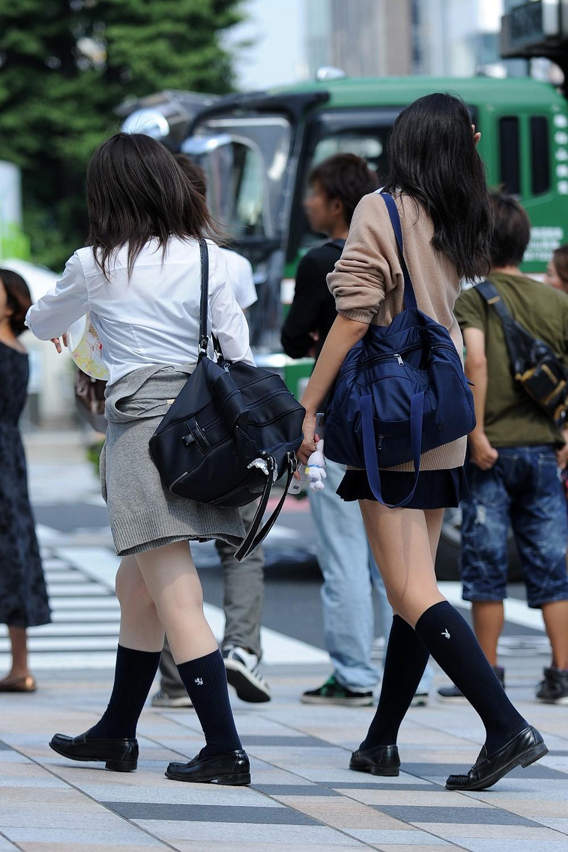 【画像】ぷらぷらしてる女子高生を隠し撮り