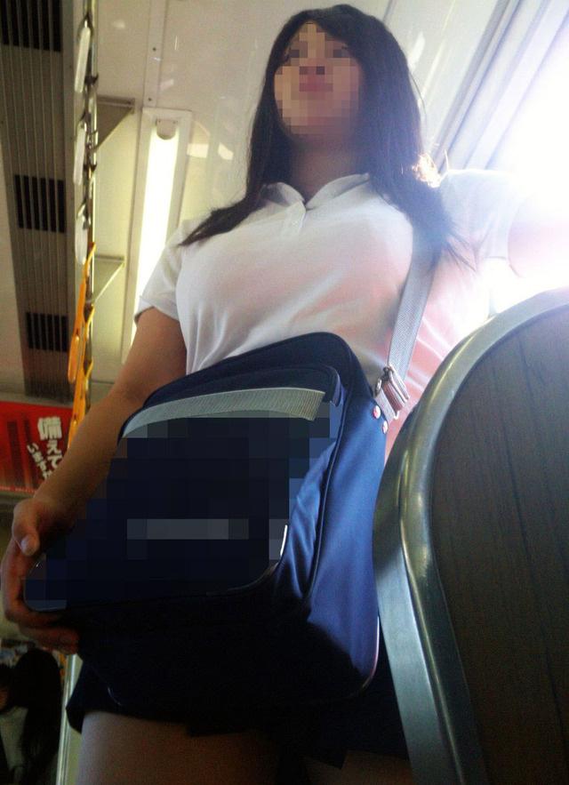【画像】こんなん痴漢するなって・・・電車内JK画像