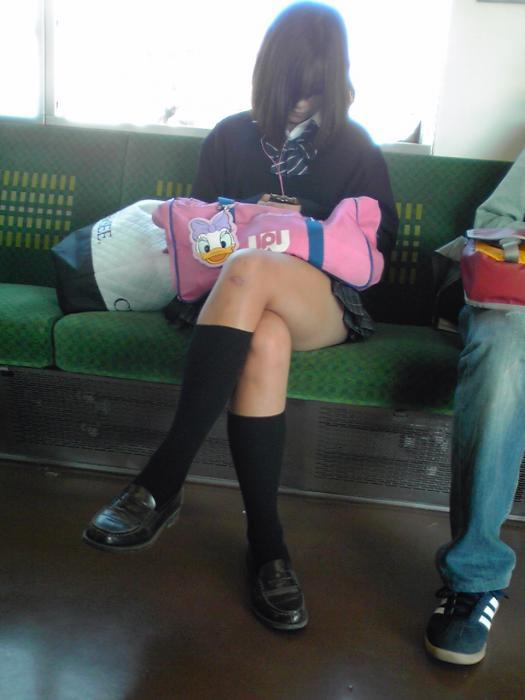 【画像】電車登下校する女子高生写真