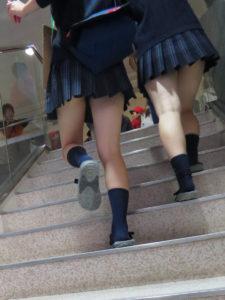 【画像】女子高生の何が良いってこのエッロいふとももだよな