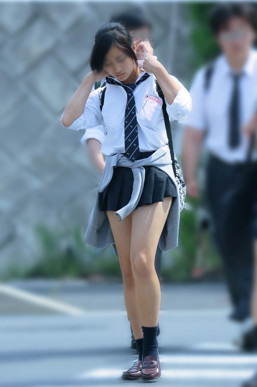 【画像】エッチなYシャツ女子高生さんwww