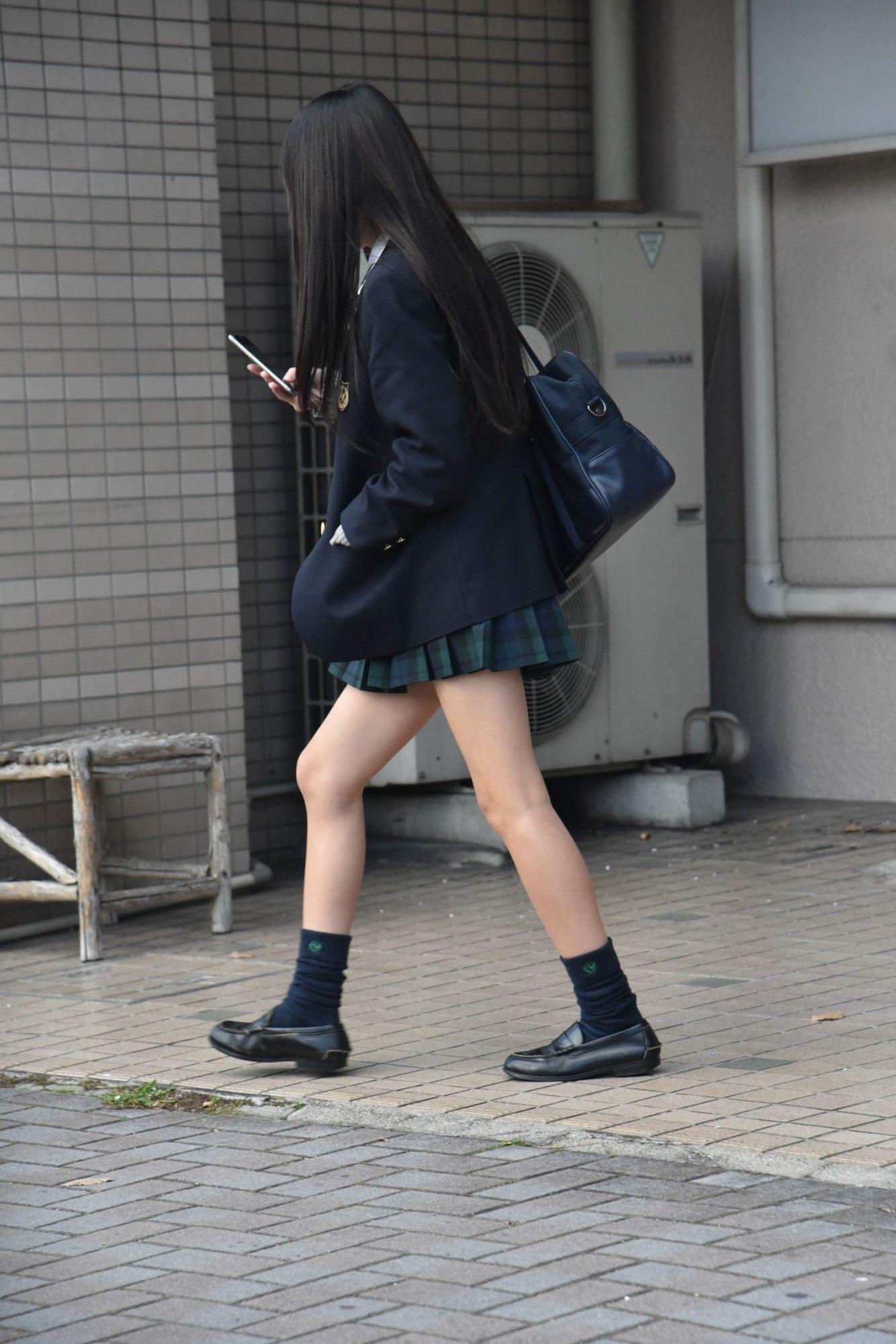 【画像】街撮り女子高生のうちら最強感wwww