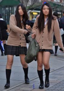 【画像】通学中の女子高生をパシャリ