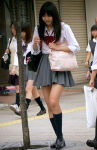 【画像】こんなんほぼ下着な女子高生さん