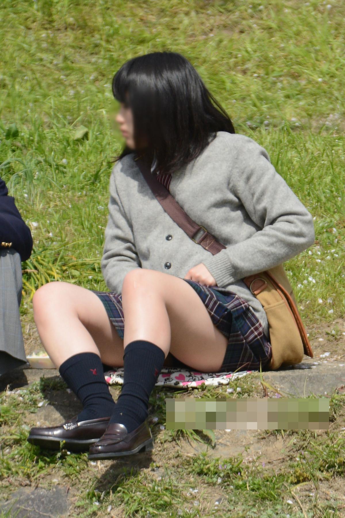 【画像】お尻に食い込むドスケベJKパンチラ
